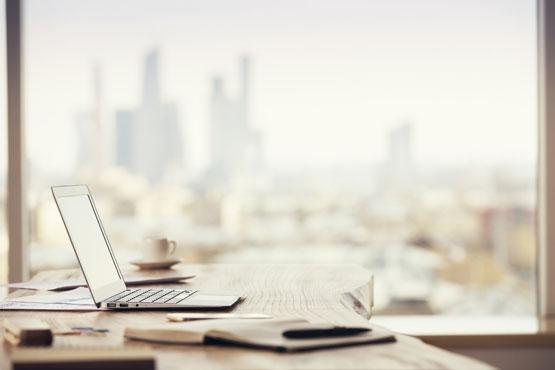 Laptop und Utensilien