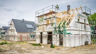 Neubau mit Dachdeckerarbeiten