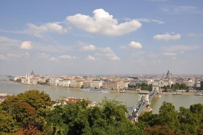 Blick auf Pest* von Buda* aus gesehen